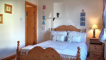Chambre double avec salle de bains privée au rez-de-chaussée