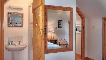 Chambre double avec salle de bains privée au premier étage
