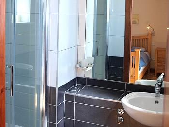 Une salle de bains ensuite